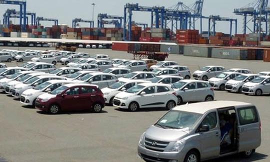 """Bộ Công Thương cũng đề nghị bổ sung quy định phải có """"Giấy chứng nhận chất lượng an toàn kỹ thuật và bảo vệ môi trường hoặc giấy tờ tương đương"""" với xe ô tô dưới 9 chỗ ngồi nhập khẩu"""