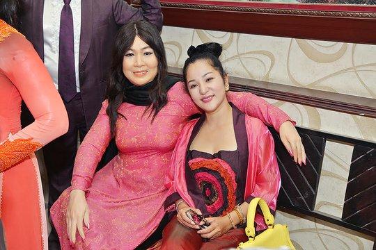 Với tượng sáp nữ diễn viên - nghệ sĩ Hồng Vân
