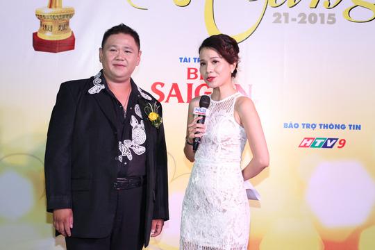 """Bình Minh """"né"""" kẹt xe, Lê Phương đưa con trai đến Mai Vàng"""