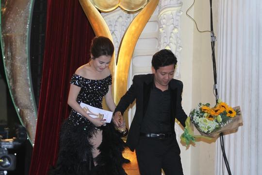 """Trường Giang, Nhã Phương """"tình tứ"""" tại Mai Vàng lần thứ 21 - Ảnh 9."""