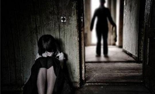 Bé gái 13 tuổi bị hiếp dâm đến có con. Ảnh minh họa