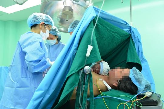 Ca mổ lấy em bé đầu tiên tại Khoa Phụ sản
