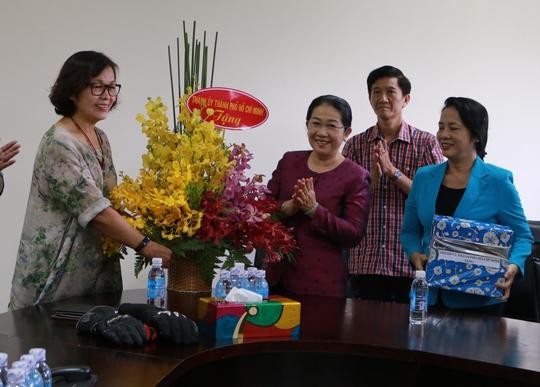 Lãnh đạo Thành ủy và LĐLĐ TP HCM thăm Công ty TNHH Hung Way