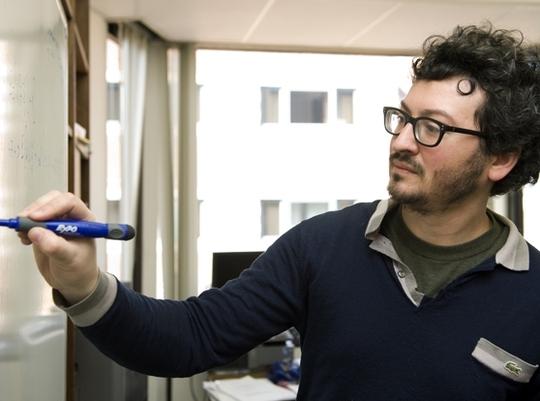 Giáo sư Guido Menzio. Ảnh: The Washington Post