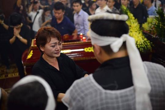Nghệ sĩ Trà My, một người bạn thân thiết của Hán Văn Tình, luôn có mặt bên cạnh gia đình nghệ sĩ