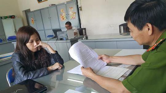 Nhân viên chuyển quà Phương Trang tại công an