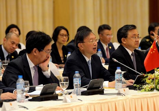 Ủy viên Quốc vụ Trung Quốc Dương Khiết Trì tại phiên họp