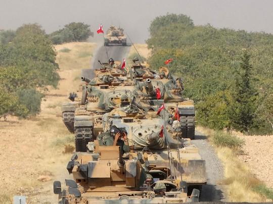 Xe tăng Thổ Nhĩ Kỳ tại biên giới Syria. Ảnh: REUTERS