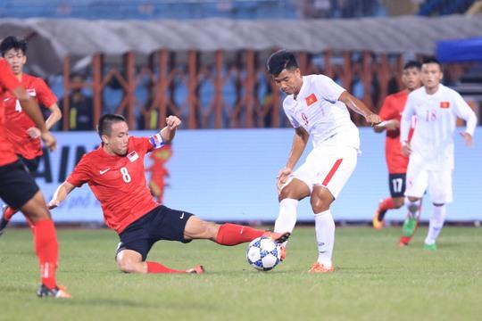 Đức Chinh bỏ lỡ vài cơ hội rất tốt trước khung thành U19 Singapore Ảnh: Hải Anh