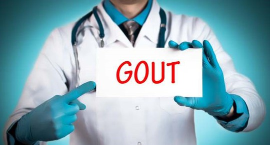 Nếu hàm lượng axit uric trong máu vẫn cao kéo dài, bệnh có thể tiến triển thành gout mạn tính với nhiều triệu chứng hơn. Ảnh: Boldsky