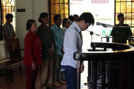 Bị cáo Lê Trường Hùng nghe tuyên án