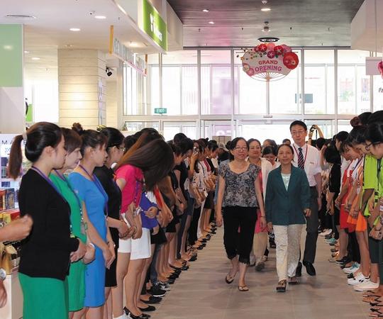 Trung tâm Bách hóa tổng hợp đầu tiên tại quận Bình Tân chính thức mở cửa đón khách
