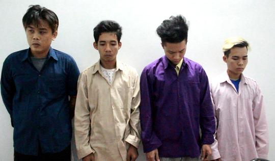 Bốn đối tượng Võ Xuân Hào, Lê Hoàng Thắng, Nguyễn Đặng Minh Sự, Nguyễn Đặng Thành Nam tại cơ quan công an.