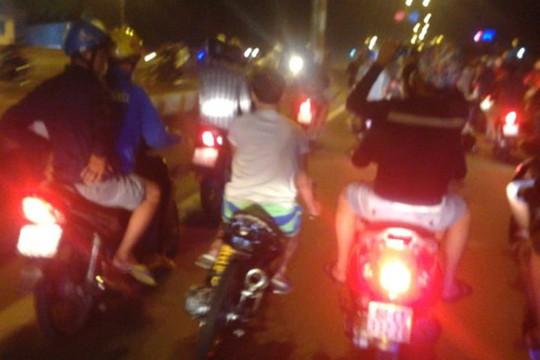 Gần 400 tay đua từ các nơi tụ tập về huyện Thủ Thừa, tỉnh Long An quậy lúc 2 giờ sáng