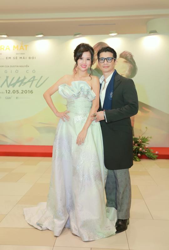 """Vợ chồng Dustin Nguyễn-Bebe hạnh phúc với """"đứa con thứ 3"""""""