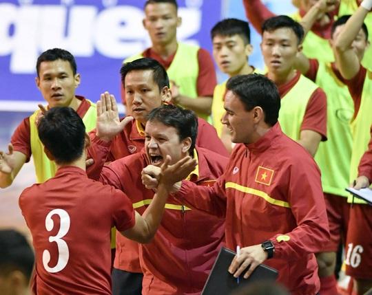 Đội tuyển futsal Việt Nam lập kỳ tích khi giành chiến thắng ngay trong trận đầu tiên ở một kỳ World Cup futsal