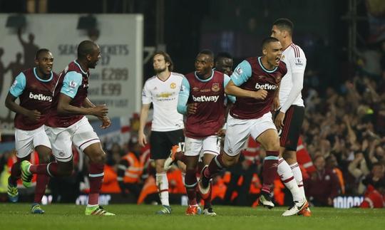 Tuy nhiên West Ham đã lội ngược dòng giành chiến thắng 3-2, đẩy M.U vào nguy cơ không thể giành được suất dự Champions League