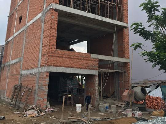 Việc cấp phép xây dựng tạm đang bị tắc bởi các quy định của pháp luật đá nhau