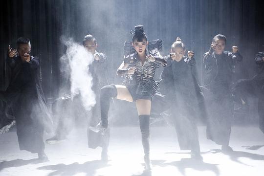 Hình ảnh trong MV Big girls dont cry