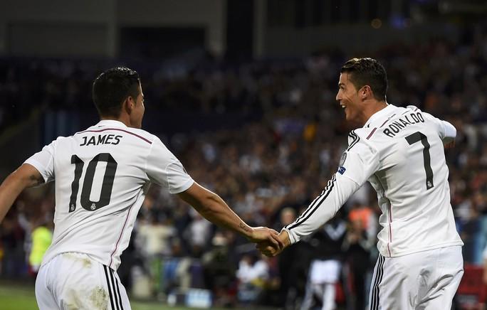 Khác với Ronaldo vốn đào hoa, Rodriguez được xem là mẫu đàn ông của gia đình