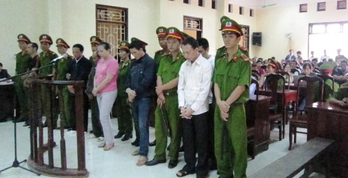 Quang cảnh phiên tòa ngày 16-10