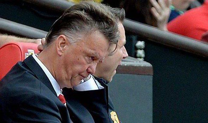 HLV Van Gaal cần làm một cuộc cách mạnh trong lối chơi M.U