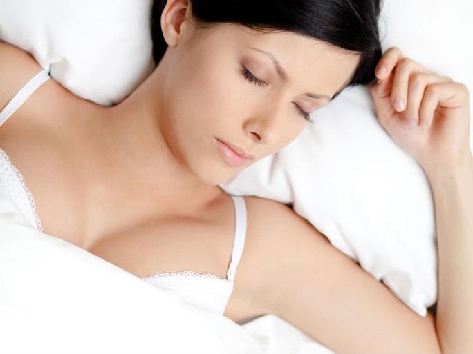 10 hành động kỳ lạ khi ngủ và nguyên nhân