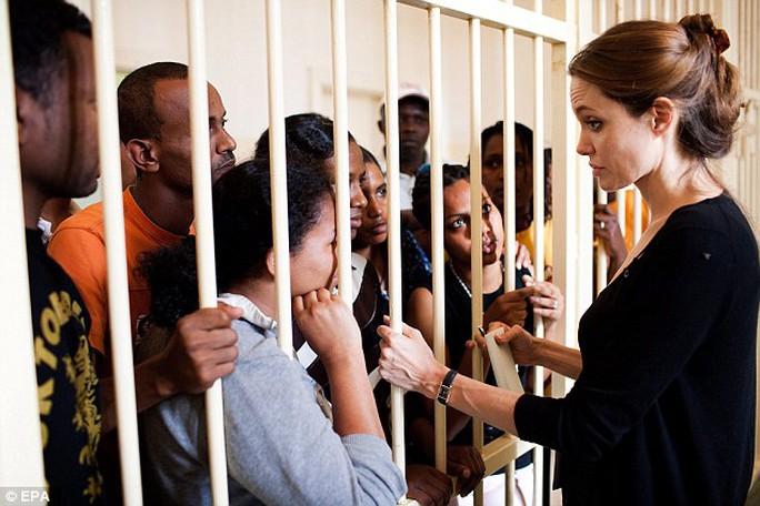 Cô từng đến thăm nhiều trại tị nạn