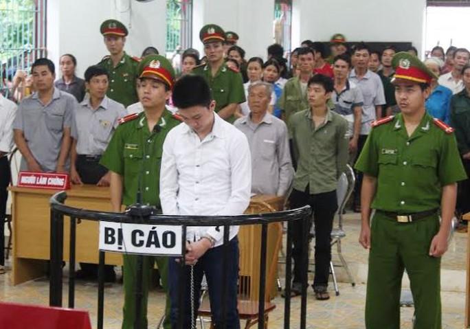 Giết người dã man, nhưng chưa tới 18 tuổi nên Ngô Minh Đức chỉ bị tuyên phạt 18 năm tù giam