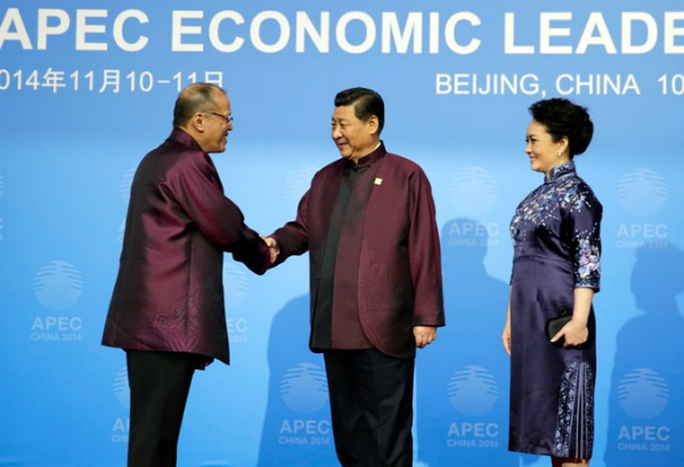 Tổng thống Philippines Benigno S. Aquino III (trái) tại Trung Quốc tháng 11-2014. Ảnh: Phil Star