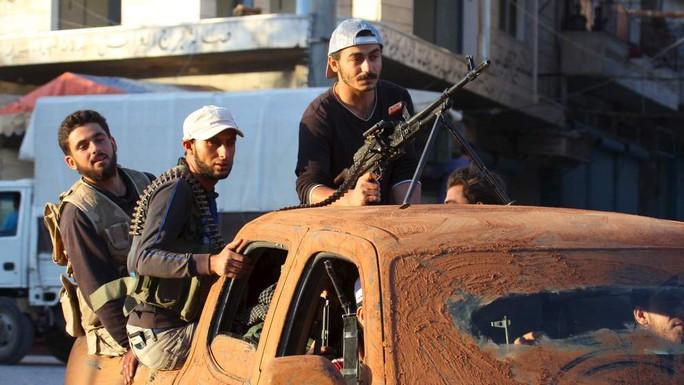 Một chiếc xe bán tài Mỹ cung cấp cho phiến quân ôn hòa Syria. Ảnh: Sky News