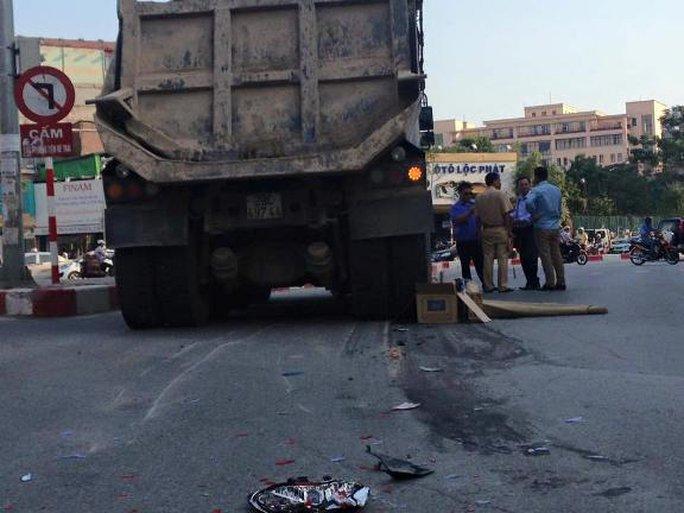 Hiện trường vụ tai nạn nam thanh niên bị xe tải tông chết từ phía sau