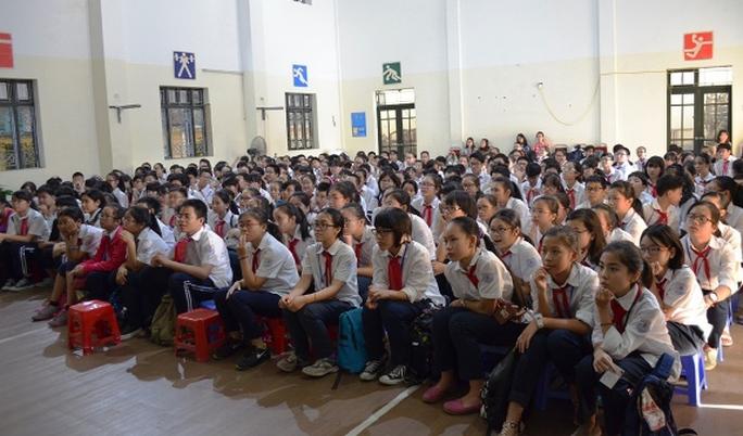 Các em trường trung học cơ sở Chu Văn An trong buổi giao lưu
