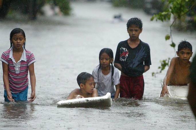 Lũ lụt xảy ra ở một số tỉnh Đông Bắc Philippines. Ảnh: NBC News