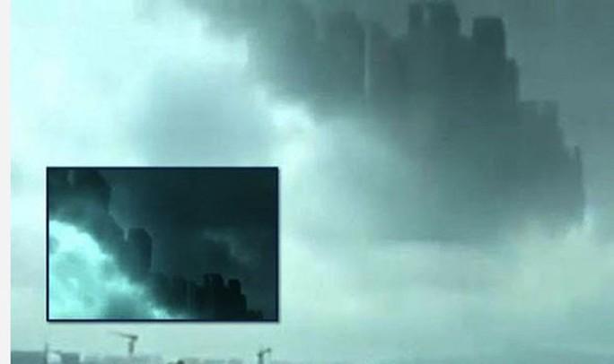 """Choáng ngợp """"thành phố nổi"""" xuất hiện trên bầu trời Trung Quốc"""