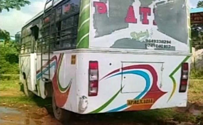Chiếc xe buýt nơi thiếu nữ 19 tuổi bị cưỡng hiếp. Ảnh: NDTV