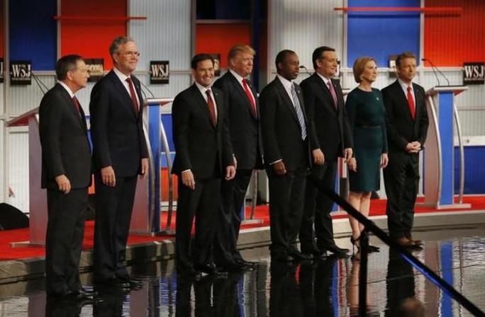 Các ứng viên Cộng hòa từ trái qua: John Kasich, Jeb Bush, Marco Rubio, Donald Trump, Ben Carson,Ted Cruz, Carly Fiorina và Rand Paul. Ảnh: Reuters