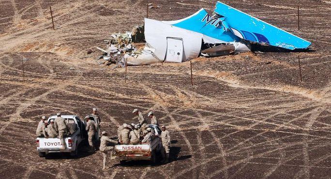 Nguyên nhân chiếc Airbus A321 của hãng hàng không Nga gặp nạn vẫn còn là điều bí ẩn. Ảnh: Emercom of Russia