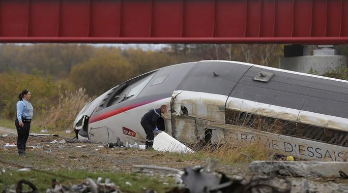 Con tàu gặp nạn hôm 14-11. Ảnh: Reuters