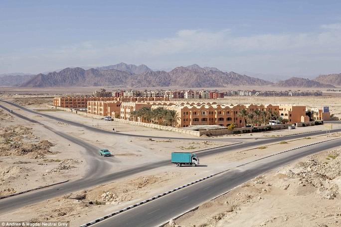 Khách sạn xây dựng dang dở