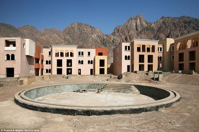 Khu nghỉ mát Al Farah ở Taba ngừng thi công từ năm 2007