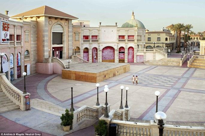 Trung tâm mua sắm Il Mercato lấy ý tưởng kiến trúc kiểu Ý ở Sharm El Sheikh thưa thớt