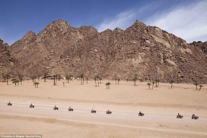 Thám hiểm sa mạc ở Sharm el Sheikh bằng xe thay vì lạc đà