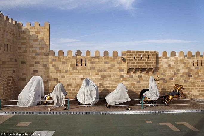Nhiều vật dụng ở Sharm el Sheikh trùm mền