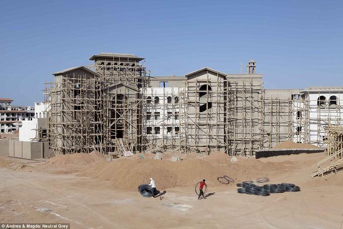 Bất chấp việc vắng khách, Sharm El Sheikh vẫn cho xây dựng thêm cơ sở hạ tầng phục vụ du lịch
