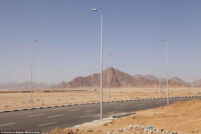 Nhiều đường cao tốc ở Sharm El Sheikh được cải thiện trước thềm hội nghị quốc tế Ai Cập trong tương lai diễn ra vào tháng 3 tới