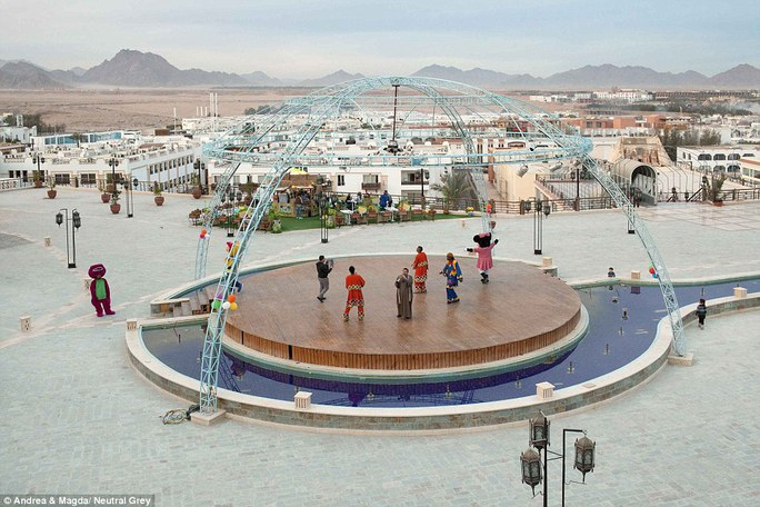Một sàn biểu diễn ở Sharm El Sheikh không có khán giả