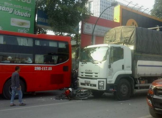 Hiện trường vụ tai nạn khiến 2 vợ chồng thương vong