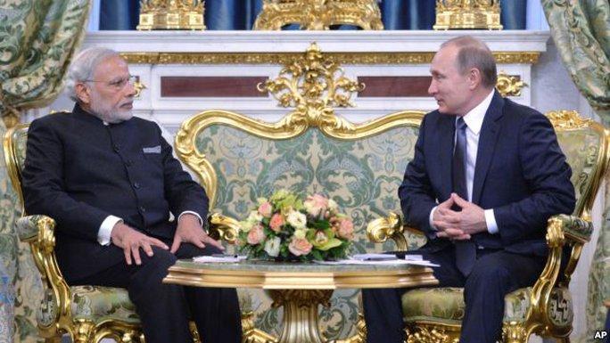 Thủ tướng Modi (trái) gặp Tổng thống Nga Vladimir Putin (phải) tại Moscow hôm 24-12. Ảnh: AP
