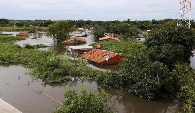 Lũ lụt hoành hành khắp Nam Mỹ